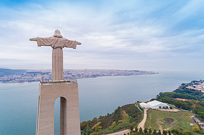 Portugal, Lisbon, Almada, Christo Rei sculpture - p1332m2197133 by Tamboly