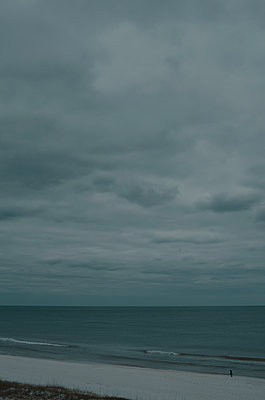 USA, Florida, Navarre, Beach walk - p1617m2278912 by Barb McKinney