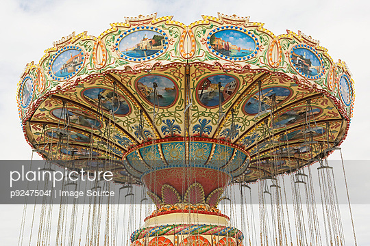 Carousel - p9247504f by Image Source