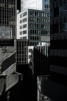 Skyscrapers in Madison Avenue, Manhattan, New York, USA - p301m960775f by Michael Mann