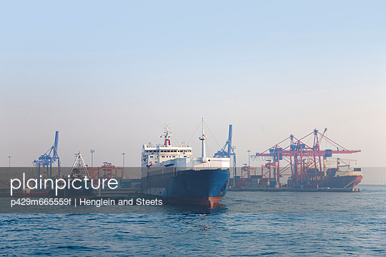 Haydarpasa port container terminal, Istanbul, Turkey - p429m665559f by Henglein and Steets