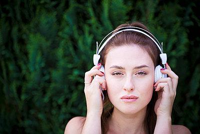Musik hören - p1149m1590641 von Yvonne Röder