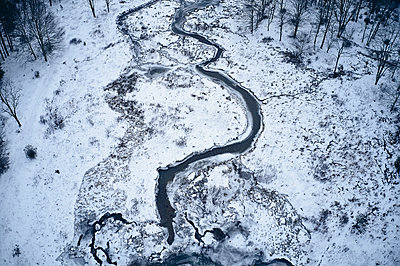 USA, Virginia, Mountain stream in winter with ice and snow in Highland county - p300m2079197 by Cameron Davidson