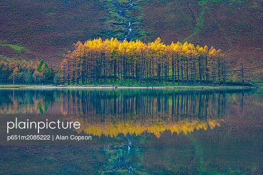 UK, Cumbria, Lake District, Buttermere - p651m2085222 by Alan Copson