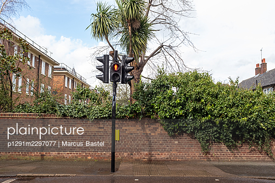 Great Britain, London, Crosswalk signal - p1291m2297077 by Marcus Bastel