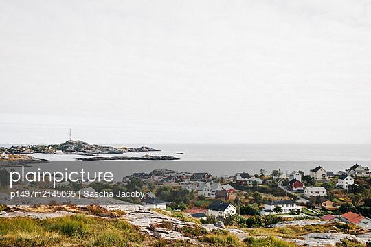 Das Dorf Å am Meer auf den Lofoten in Norwegen bei schönen Wetter  - p1497m2145065 von Sascha Jacoby