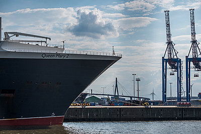 Port of Hamburg - p229m2093338 by Martin Langer