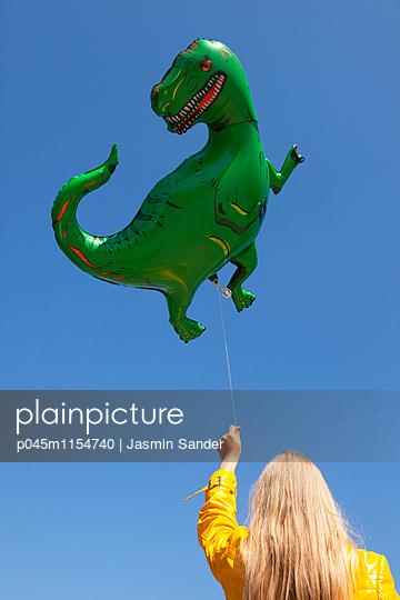 Dinosaurier-Luftballon - p045m1154740 von Jasmin Sander