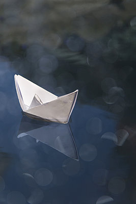 Paper boats - p739m1006879 by Baertels
