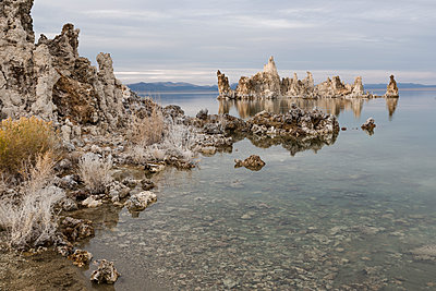 Scenic view of Mono lake against cloudy sky - p1166m1571099 by Cavan Social