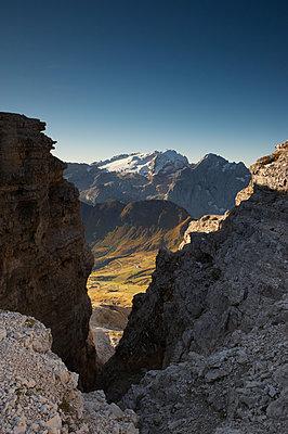 Blick ins Tal, Sass Pordoi - p1259m1064585 von J.-P. Westermann
