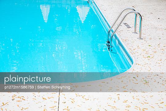 Pool nach dem Sturm - p1272m1586759 von Steffen Scheyhing