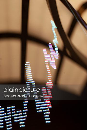 p695m2179719 by Rui Camilo