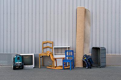 Sperrmüll - p227m1191140 von Uwe Nölke