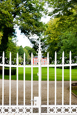 White gate - p248m933253 by BY