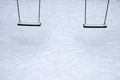 Schaukel im Schnee - p4170181 von Pat Meise
