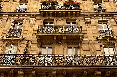 Paris apartments - p9249609f by Image Source