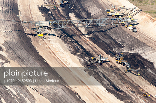 Germany, Jänschwalde, Brown coal surface mining - p1079m2152593 by Ulrich Mertens