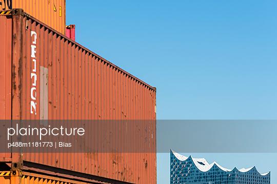 Containerblick - p488m1181773 von Bias