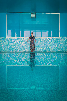 Woman in indoor swimming pool - p1150m2158349 by Elise Ortiou Campion