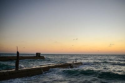 Blick auf Sonnenuntergang am Meer - p1267m1514274 von Wolf Meier