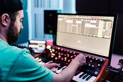 Male composer mixing sound in studio - p300m2293954 by Xavier Lorenzo