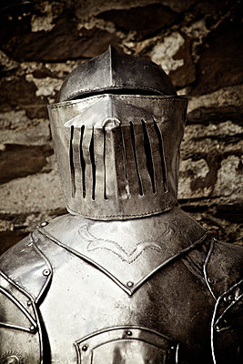 Knight's armour - p586m786240 by Kniel Synnatzschke