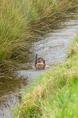 World Bogsnorkelling Championships, conceived in 1985 by Gordon Green, take place at Waen Rhydd Bog in the Cambrian Mountains, Powys, Wales, United Kingdom, Europe - p871m1049911 by Graham Lawrence