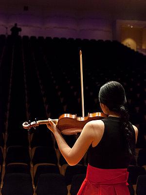 Violinistin - p1611m2196312 von Bernd Lucka