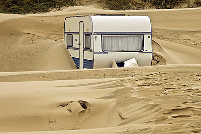 Caravan in the sand - p4170073 by Pat Meise