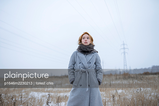 Russia, Young woman in winter clothes in snowy landscape - p1646m2230213 by Slava Chistyakov