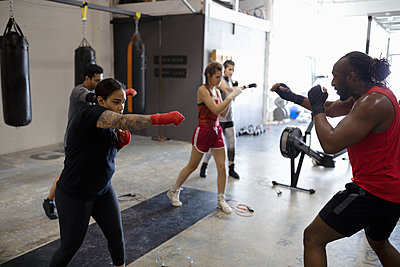 Instructor leading boxing class in gym - p1192m2033755 by Hero Images