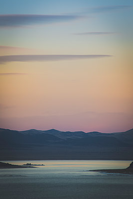 Sunset over Lake, California, USA - p694m1106620 by Charlie Miller