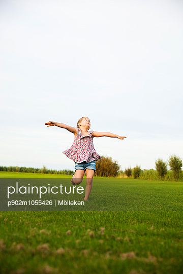 Dancing - p902m1055426 by Mölleken