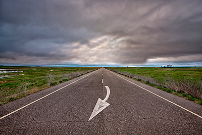 Spain, Province of Zamora, country road under cloudy sky - p300m998950f by David Santiago Garcia