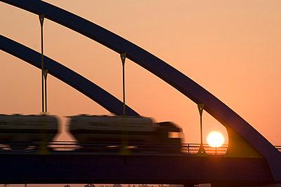 Brückenbogen in der Abendsonne - p0890032 von Gerd Olma
