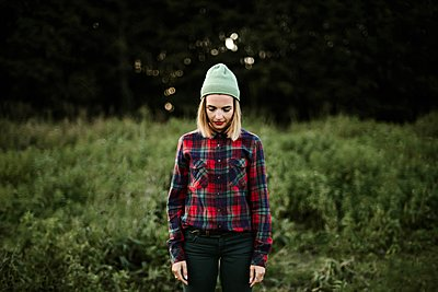 Young beautiful hipster woman standing on field in the countryside - p1166m2096022 by Cavan Images