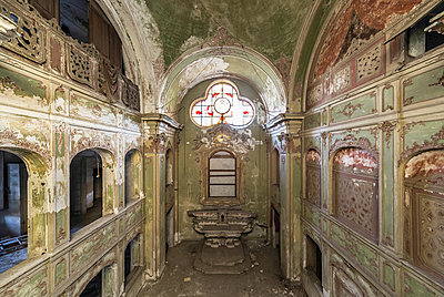 Abandoned chapel - p1440m1497514 by terence abela
