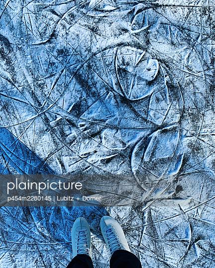 Modern Art - p454m2280145 by Lubitz + Dorner