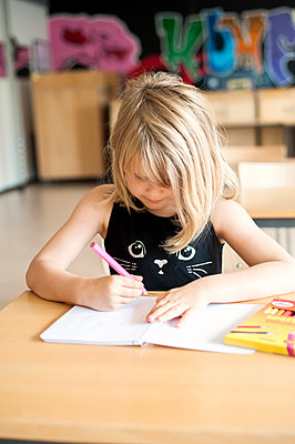 Girl coloring at desk in classroom - p1185m994206f by Astrakan
