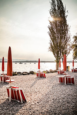 Italy, Peschiera del Garda, Lake Garda, coast at early morning - p300m977784f by Susan Brooks-Dammann