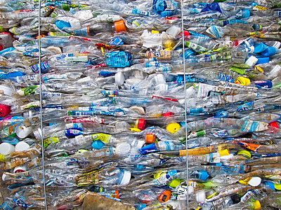 Full frame shot of crushed plastic bottles at garbage dump - p301m1148192 by Etienne Girardet