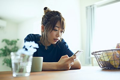 Young Japanese woman portrait - p307m2135307 by Yosuke Tanaka
