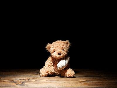 Verletzter Teddy - p5840795 von ballyscanlon