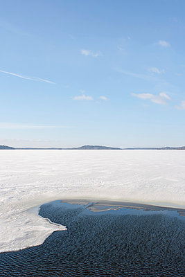 Frozen lake - p703m907671 by Anna Stumpf