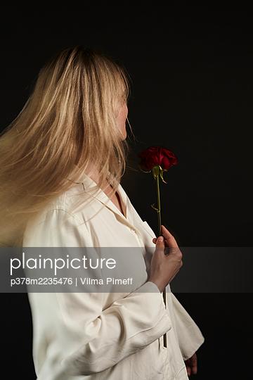 Portrait of blond woman - p378m2235476 by Vilma Pimeff