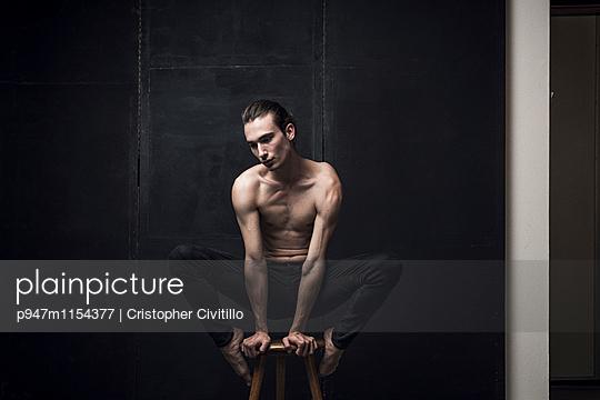 Tänzer - p947m1154377 von Cristopher Civitillo