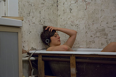 Woman in Bathtub - p1291m1119902 by Marcus Bastel