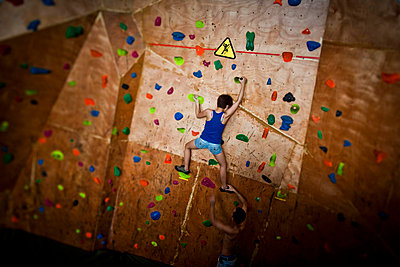 Young vietnamese in Vietclimb; a climbing room in Hanoi; Vietnam; Asia - p9340319 by Dominic Blewett