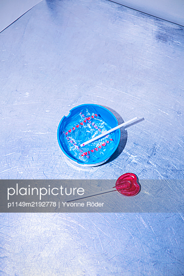 Lollipop and ashtray - p1149m2192778 by Yvonne Röder